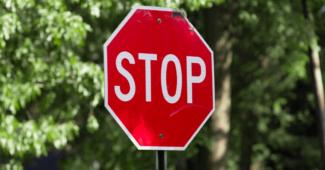 Panneau de signalisation stop